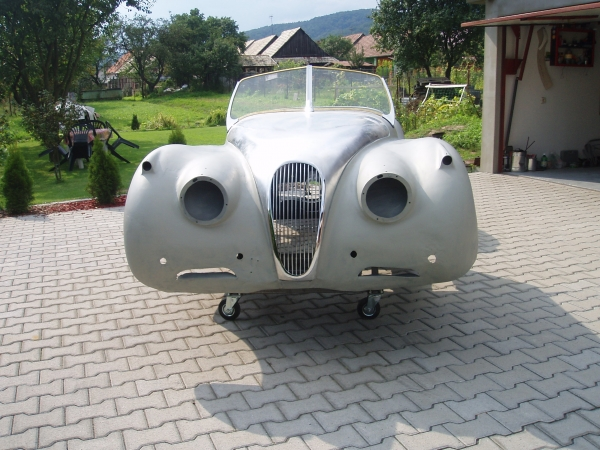1953 Jaguar XK120 roadster body with new chassis